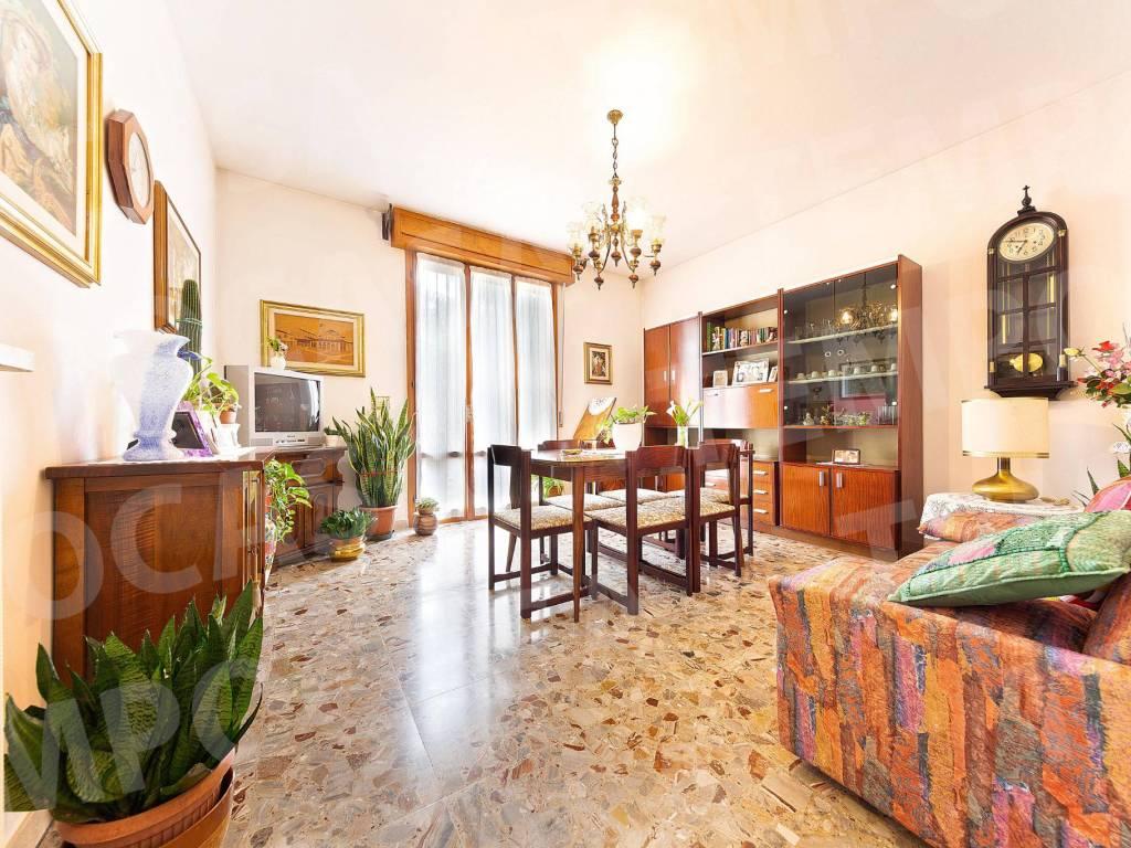 foto sala Apartamento T3 via Alessandro Volta 9, Correggio