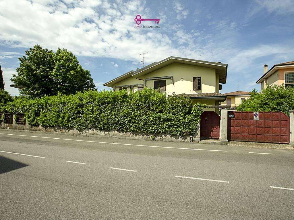 foto FACCIATA Villa unifamiliare via Ada Negri 3, Zelo Buon Persico