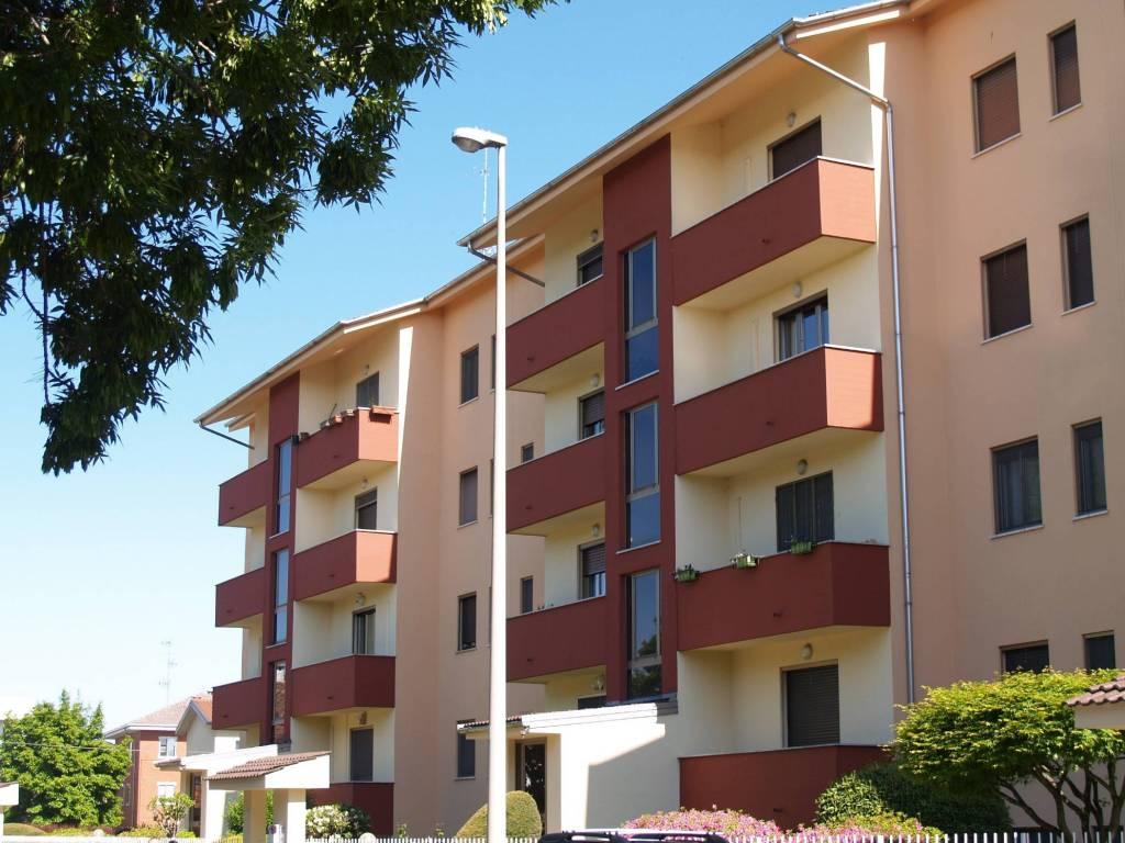foto Facciata Trilocale via Lazzaro Ludovico Zamenhof, Vercelli