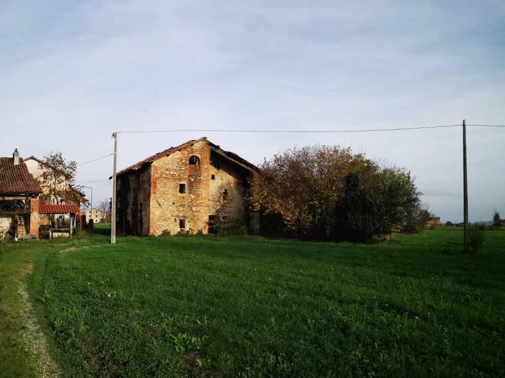 foto  Country house, to be refurbished, 240 sq.m., Mondovì