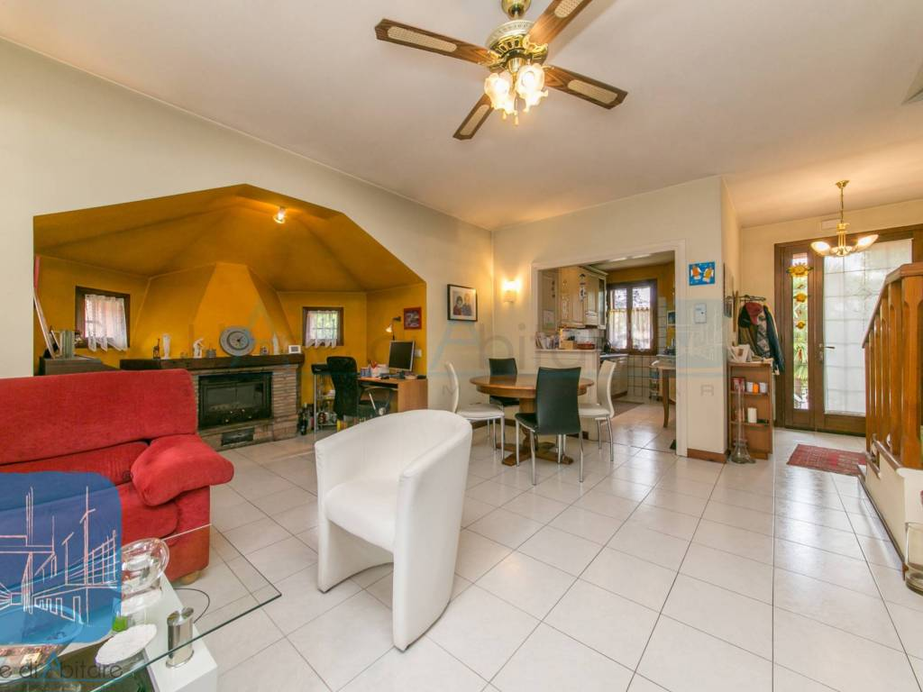 foto SOGGIORNO Two-family villa via Giovanni Verga, Zero Branco