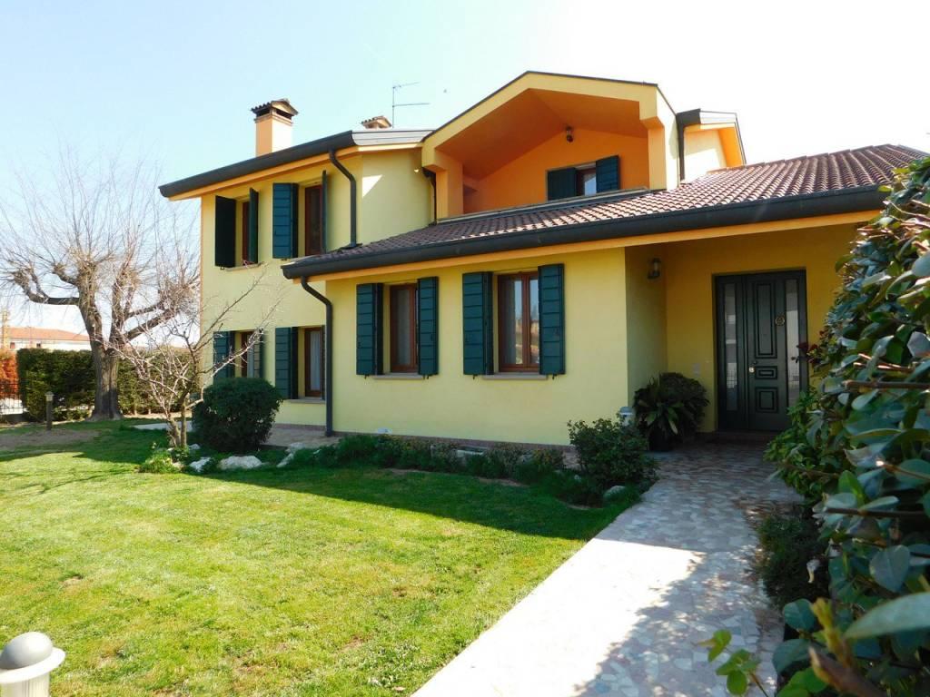 foto esterno Two-family villa via San Rocco 21, Cervarese Santa Croce
