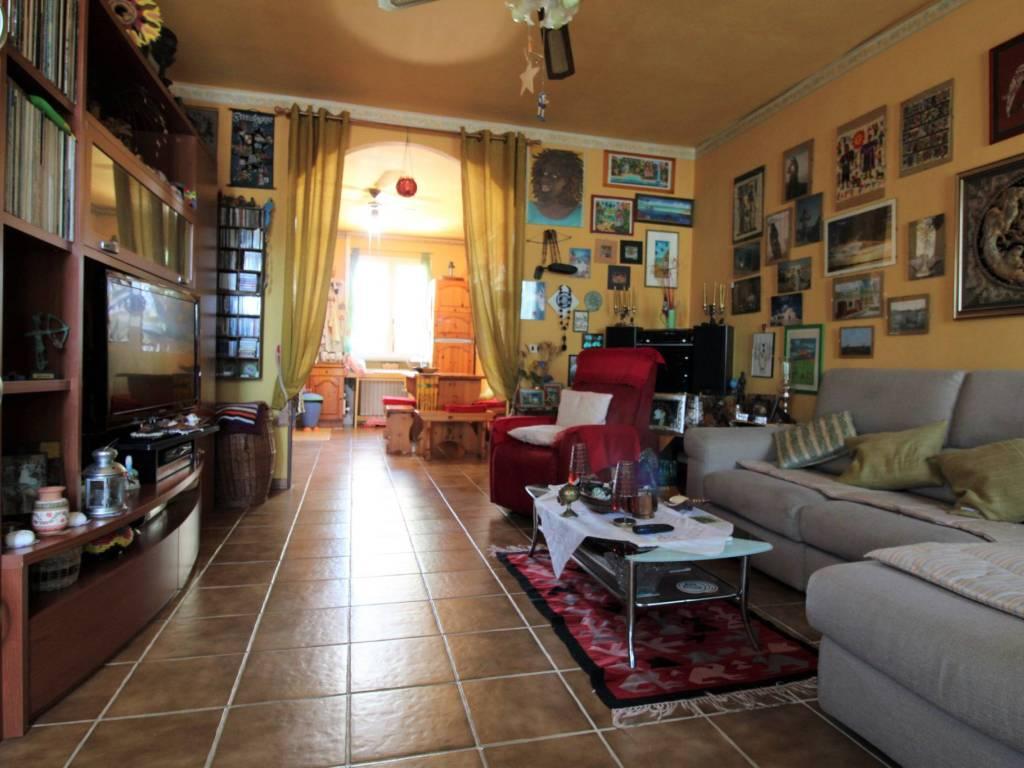 foto soggiorno Terraced house 5 rooms, good condition, Cadelbosco di Sopra