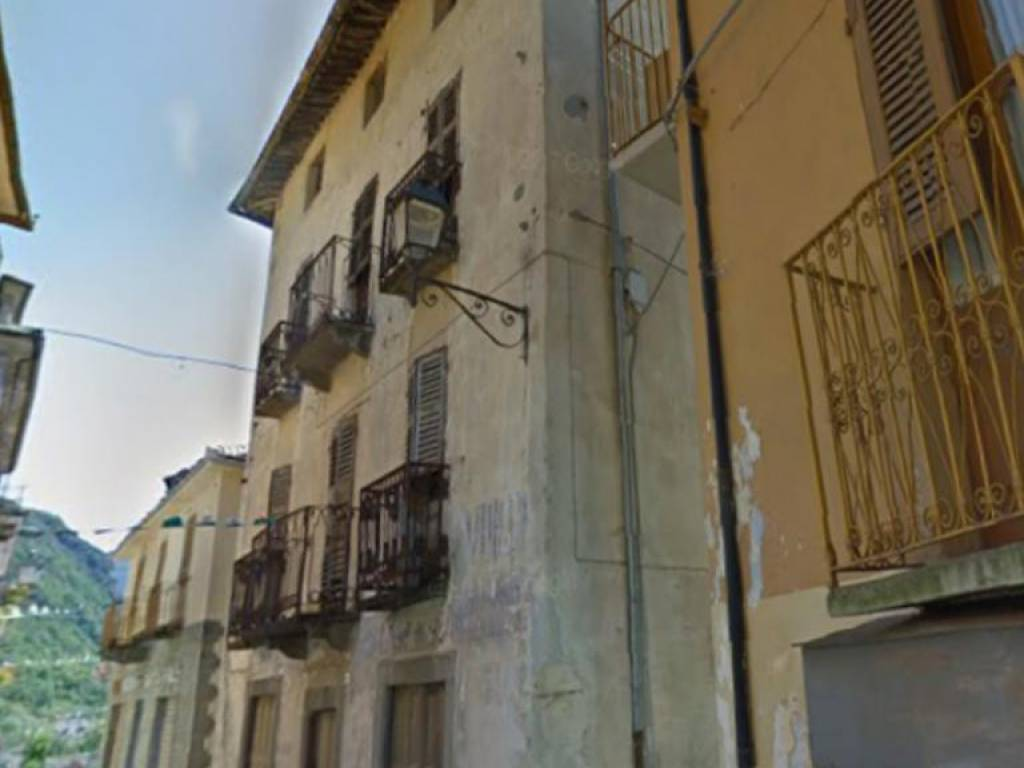foto  Multi-family townhouse 323 sq.m., to be refurbished, Locana