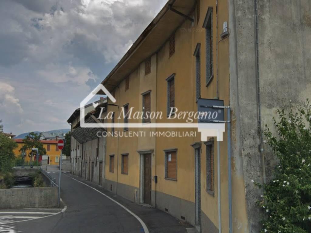 foto VISTA ESTERNA Historic residence due piani, to be refurbished, Bergamo