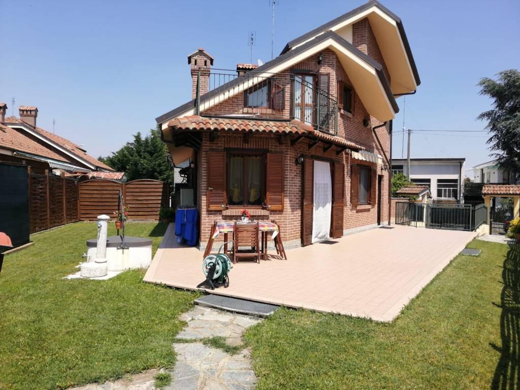 foto esterno Two-family villa via monti, Bruino