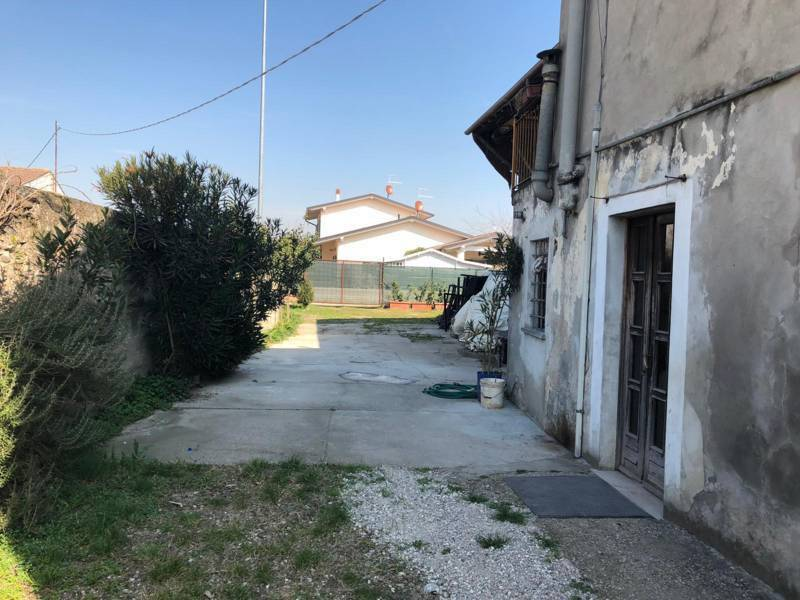 foto  Country house, to be refurbished, 740 sq.m., Povegliano Veronese