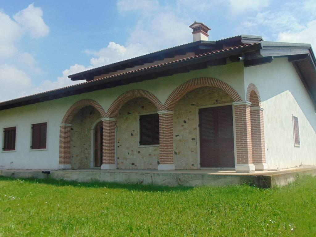 foto  Single family villa, new, 370 sq.m., Zanè