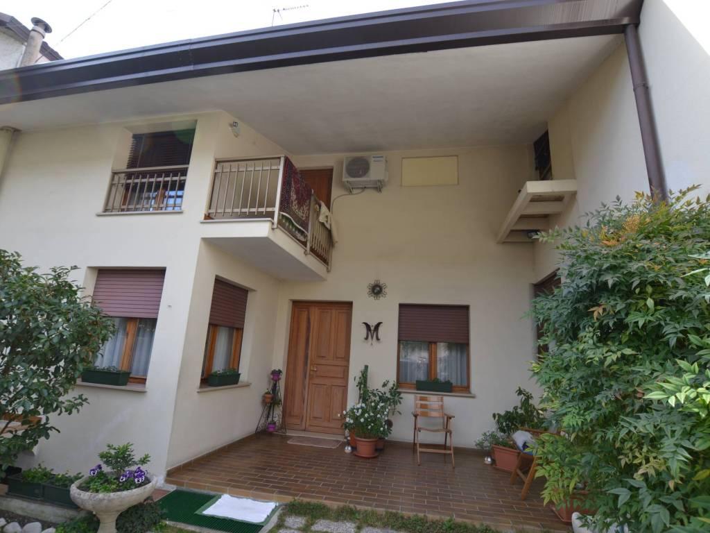 foto facciata Односемейная вилла vicolo Roggiuzzole 8, Pordenone