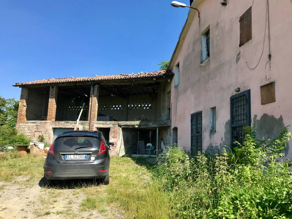 foto  Country house, to be refurbished, 114 sq.m., Castellarano