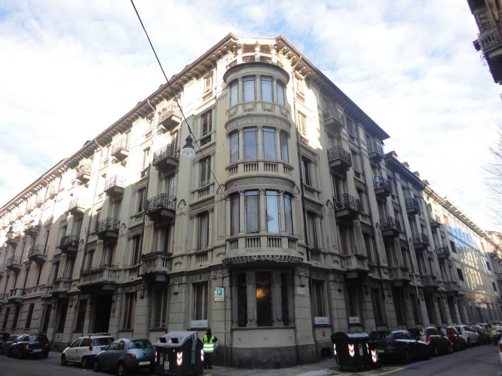 foto STABILE Monolocale buono stato, terzo piano, Torino