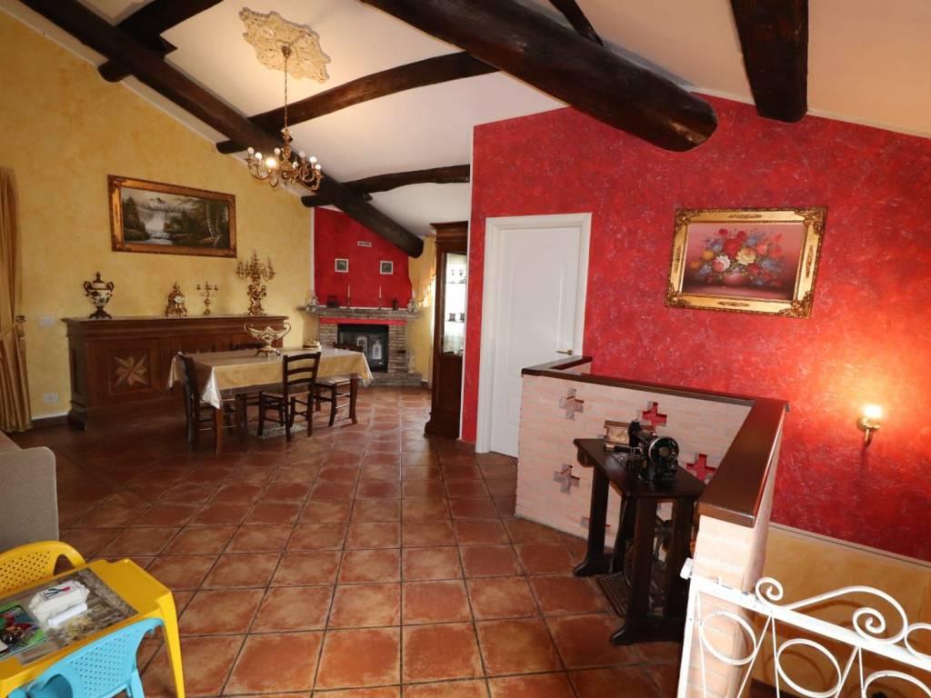 foto Soggiorno Многосемейная вилла, отличное состояние, 127 m2, San Giorgio Bigarello
