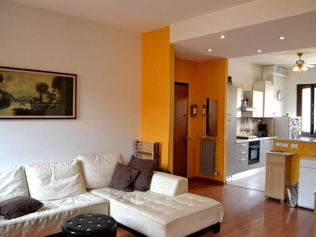 foto Salotto 3-room flat piazza Libertà, Capriate San Gervasio