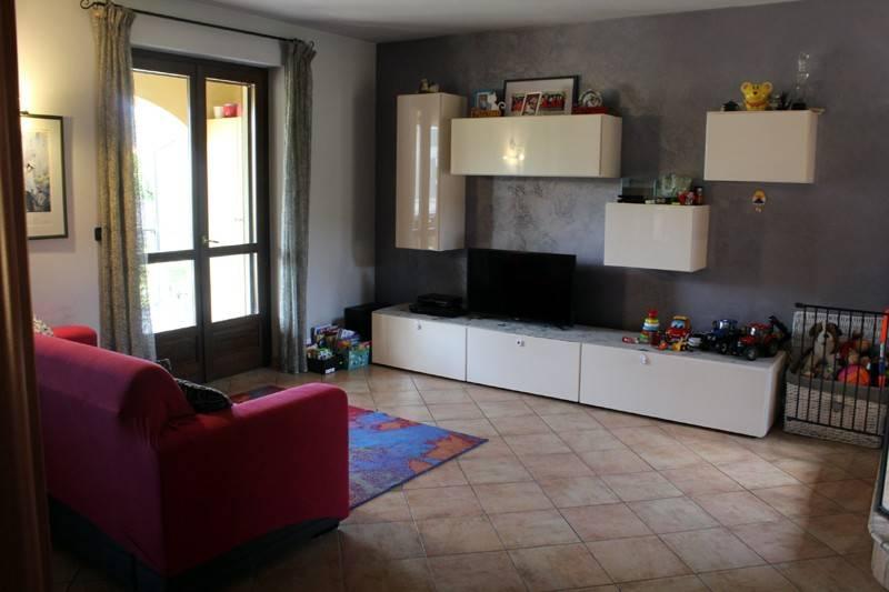 Foto 1 di Appartamento Corso Canale, Alba