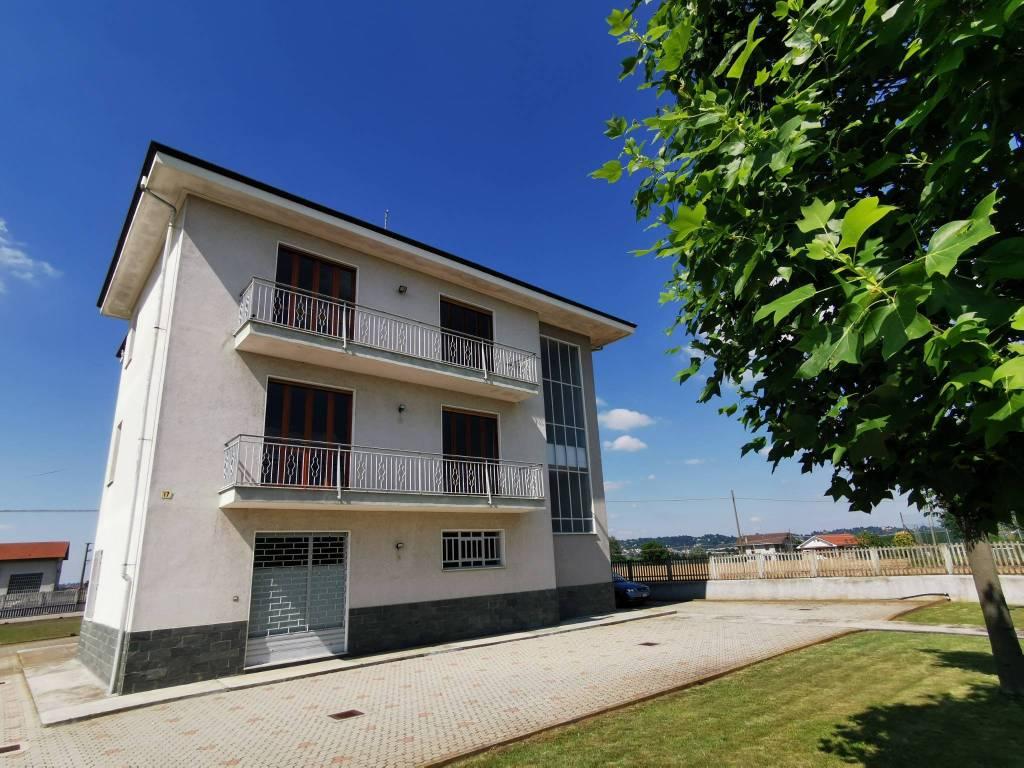 foto Vista Frontale Two-family villa frazione Riva 18, Bra