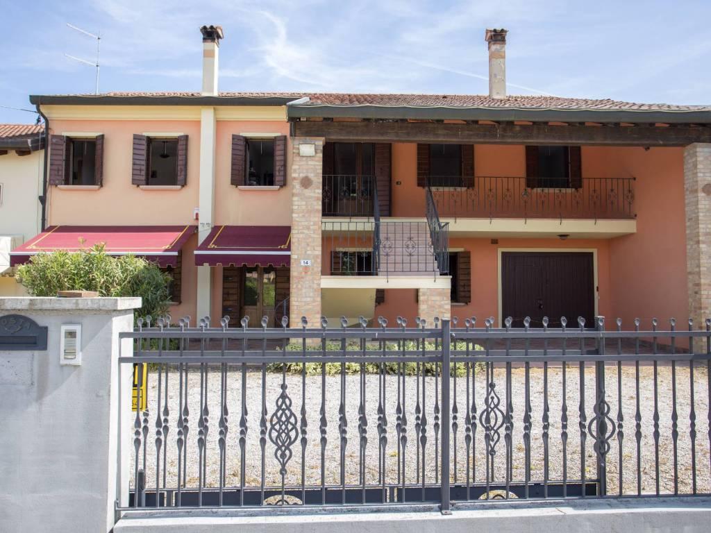 foto  Appartamento in villa, buono stato, 251 mq, Borgoricco