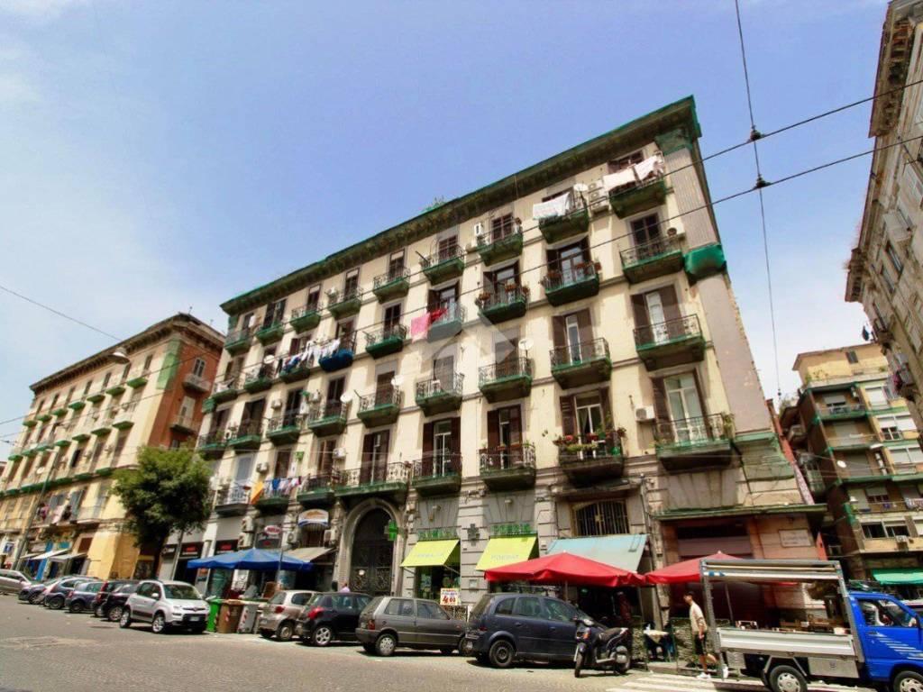 foto Stabile Quadrilocale buono stato, quarto piano, Napoli