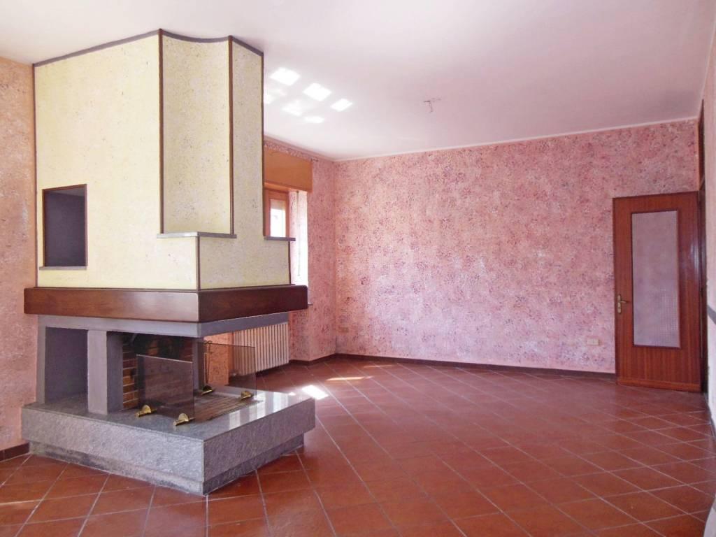 foto SOGGIORNO E CAMINO 2-room flat piazza San Nicolao 2, Vauda Canavese