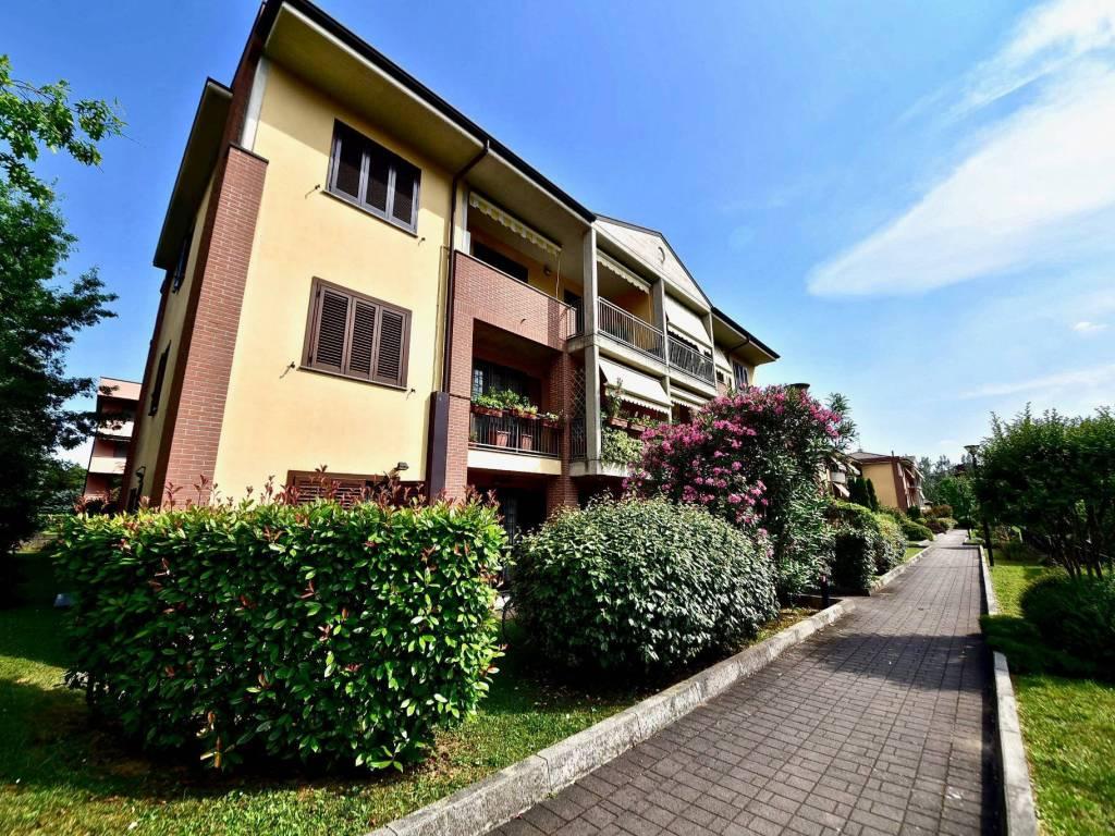 foto esterno Двухкомнатная квартира via Papa Giovanni XXIII 6, Carnate