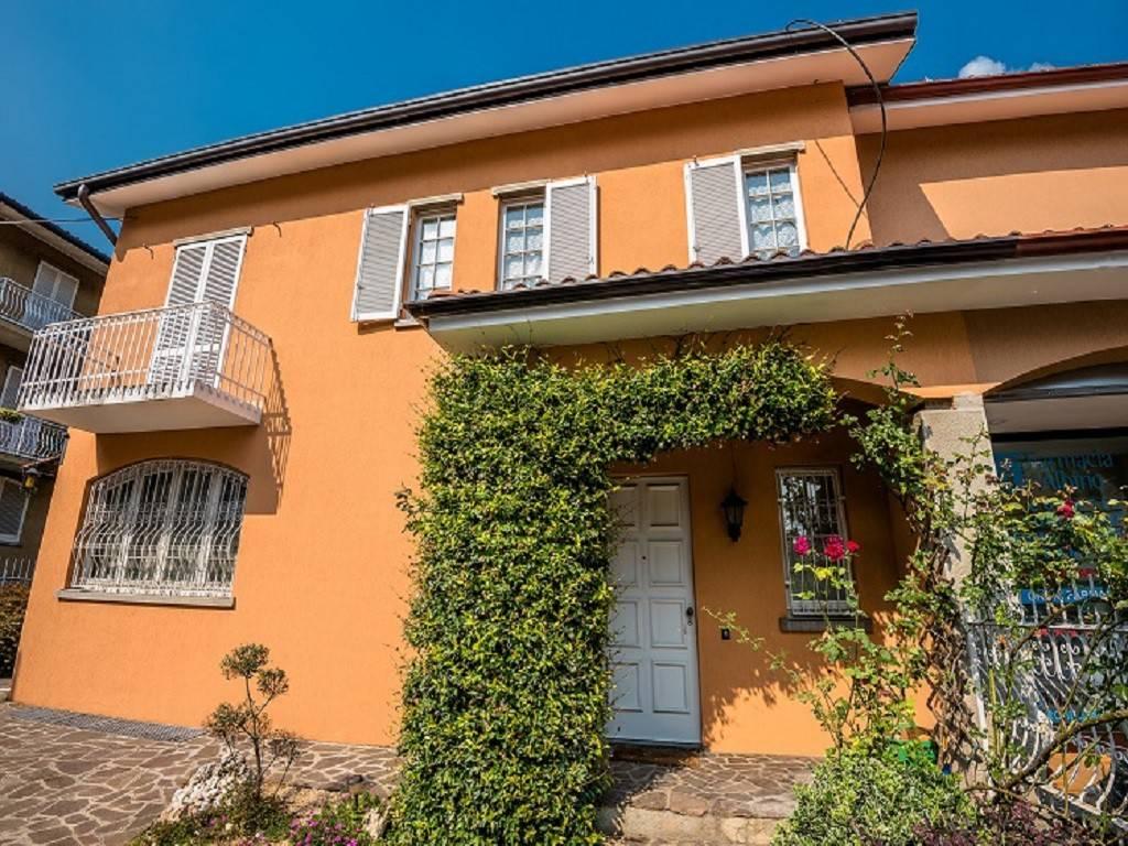 foto esterno Two-family villa via Alessandro Volta, Albino