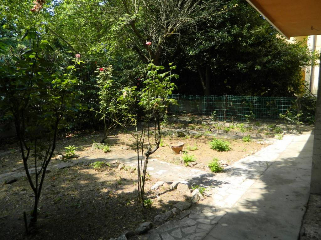 foto giardino privato Single family villa viale Gorizia, Mantova