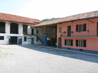 Photo - Dairy farm, to be refurbished, 327 sq.m., Busca