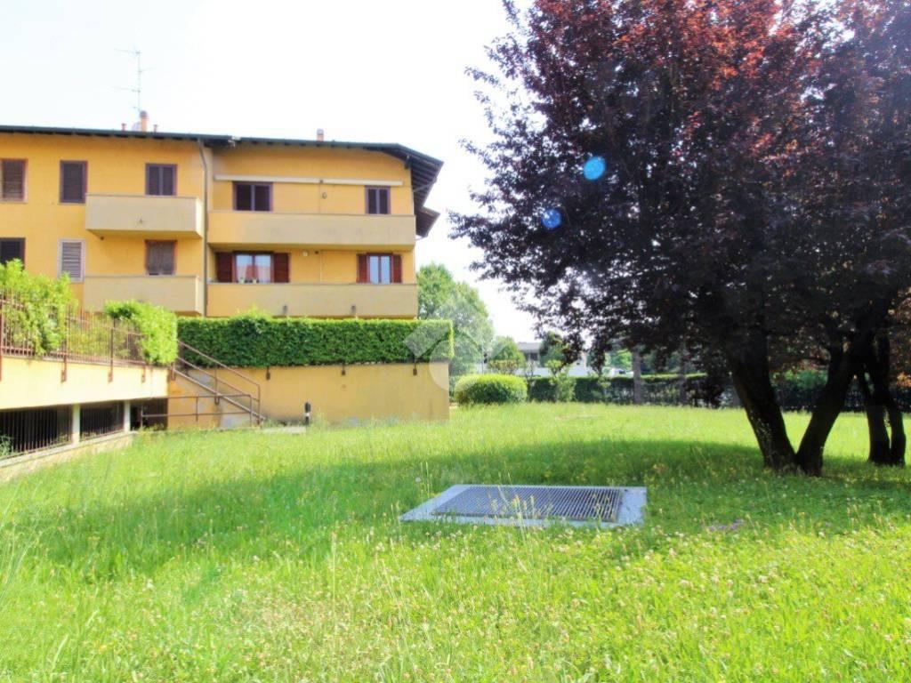 foto esterno 3-room flat via maddalena, Arosio