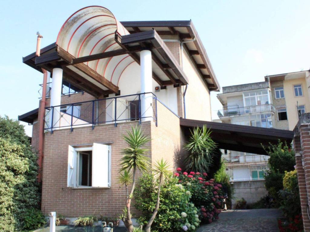 foto Villa Villa unifamiliare viale John Fitzgerald Kennedy 168, Aversa