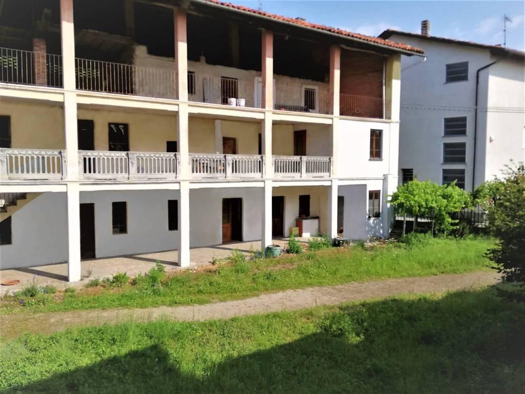 foto Facciata Dairy farm, to be refurbished, 414 sq.m., Colleretto Giacosa
