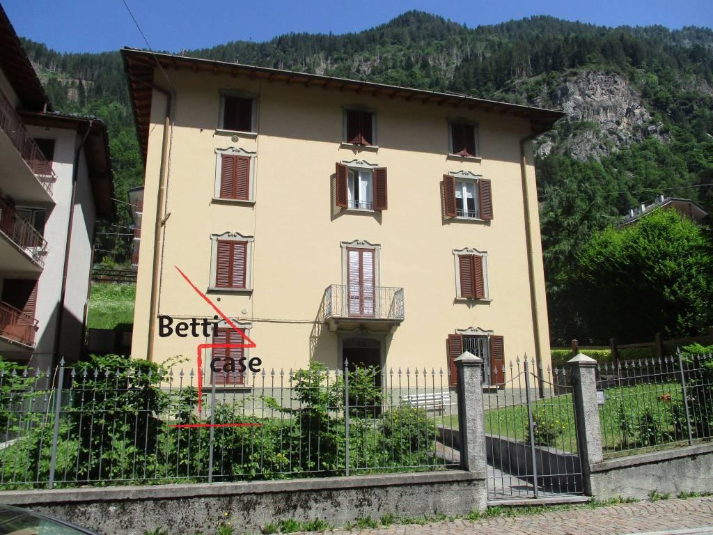 foto esterno 2-room flat via Angelo Bianchi 40, Carona