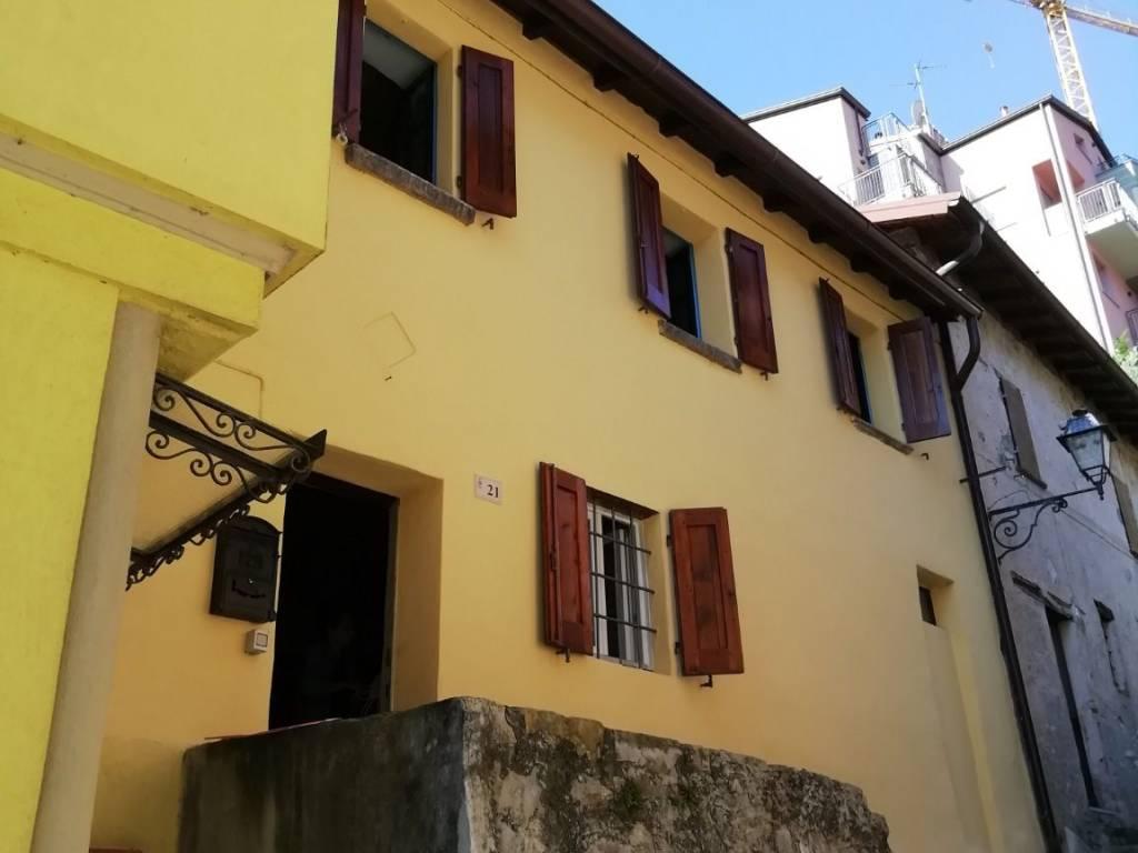 foto facciata Single-family townhouse via Pizzo Gordona 21, Argegno