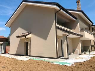 Photo - Terraced house via Vittorio Veneto 2, Carugo