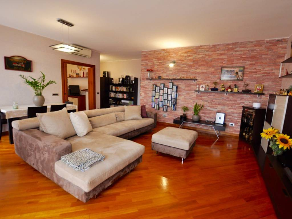 foto SOGGIORNO 3-room flat via Menotti Morali, Capriate San Gervasio
