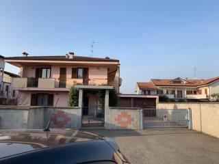Φωτογραφία - Διαμέρισμα σε βίλα via Ticino 51, Romentino