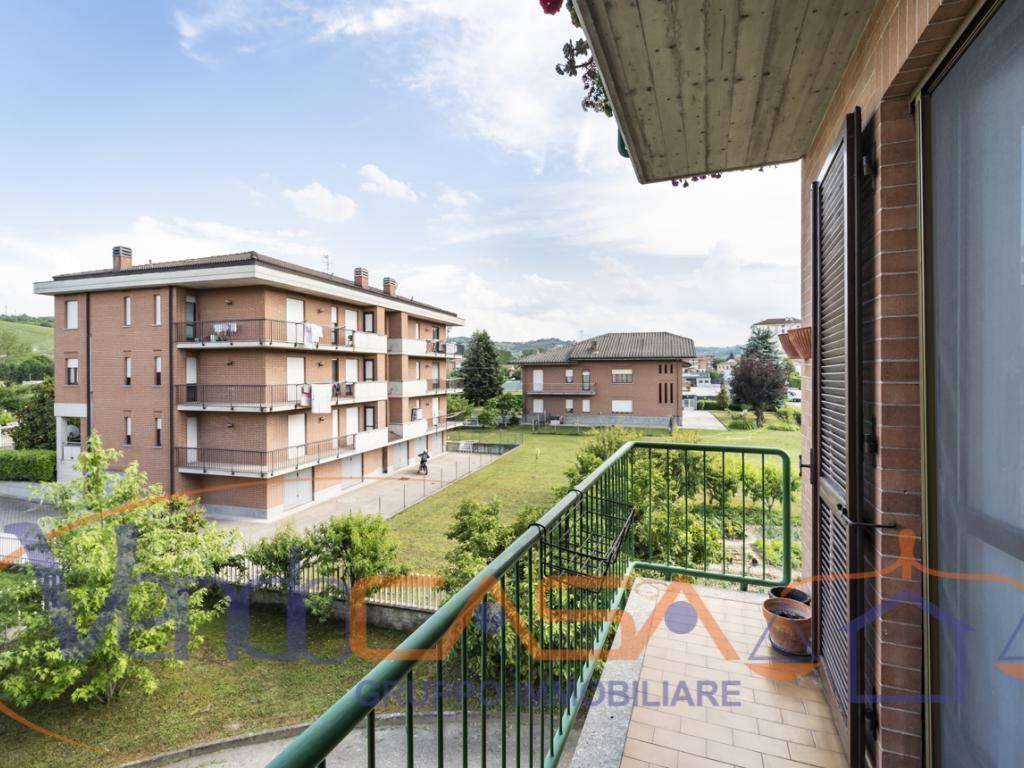 foto esterno 4-room flat via Beppe Fenoglio 1, Neive