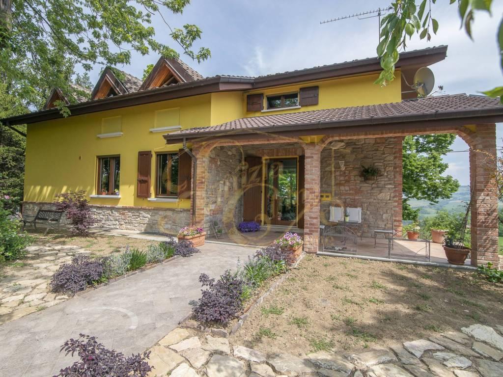 foto Facciata Villa unifamiliare, ottimo stato, 365 mq, Agazzano