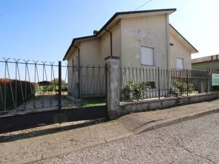 Foto - Villa unifamiliare, buono stato, 250 mq, Roverbella