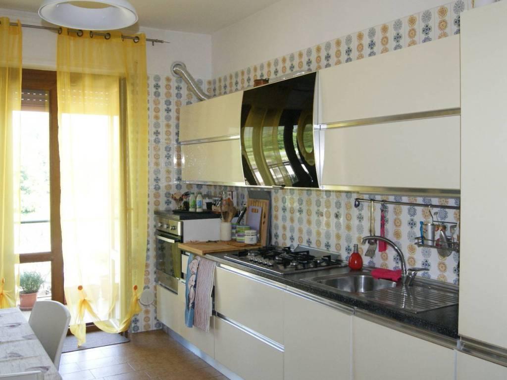 foto Cucina Quadrilocale via Gravellona Strada Nuova, Mergozzo