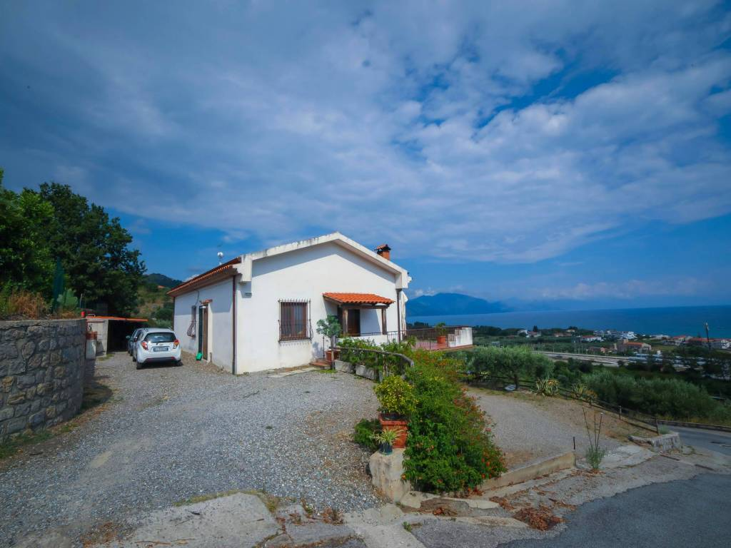 Alzare Un Piano Casa sale apartment in villa in via gammarana santa marina