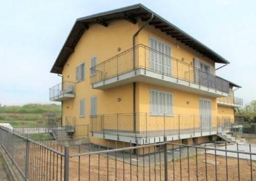 foto esterna Two-family villa via Padre Pio da Pietralcina, Robecco sul Naviglio