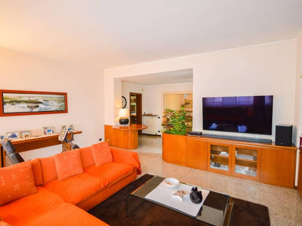foto  Two-family villa, excellent condition, 479 sq.m., Alzate Brianza