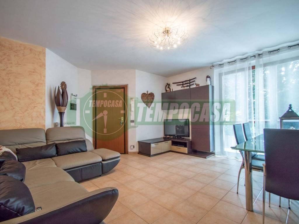 foto SOGGIORNO 3-room flat via Cesare Battisti, Locate Varesino
