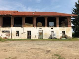 Photo - Country house, to be refurbished, 200 sq.m., Piscina
