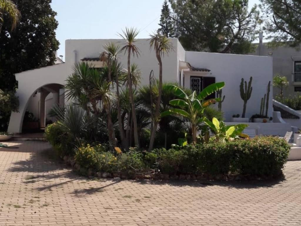 foto  Single family villa via Uruguai, Leporano