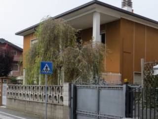 Foto - Villa all'asta via Monte Rosa 2, Cogliate
