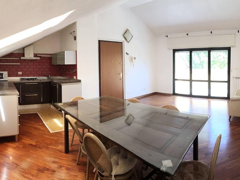 foto soggiorno cucina Bilocale via Vignone, Novate Milanese