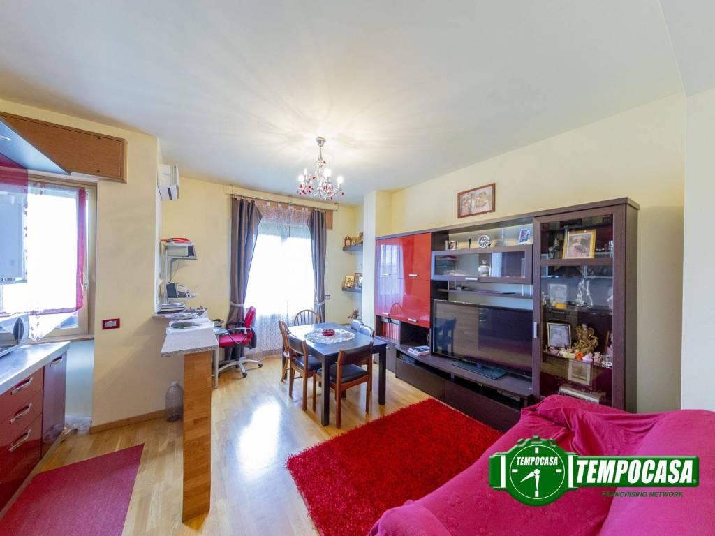 foto Soggiorno/cucina a vista 3-room flat via Italia, Cesano Boscone