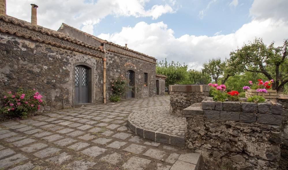 foto  Farmhouse via Paternò Castello, Sant'Alfio