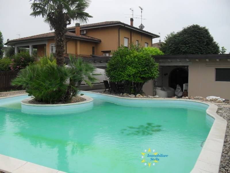 foto  Single family villa, good condition, 350 sq.m., Borgo Virgilio