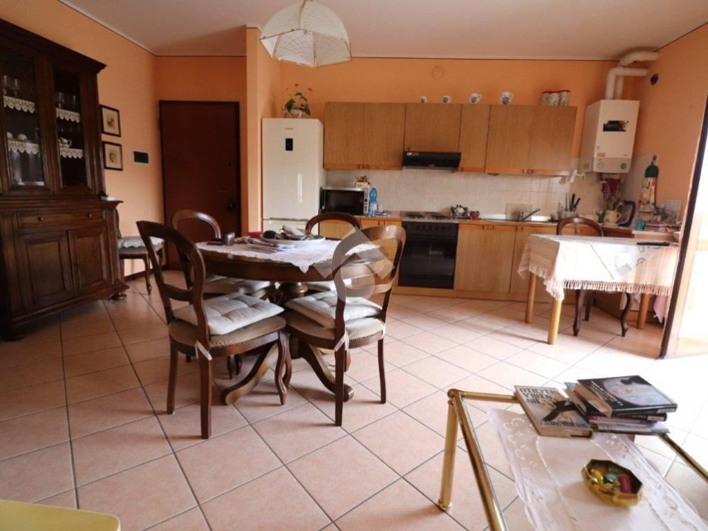 foto SALA 2-room flat via Legnaghese, San Giorgio Bigarello